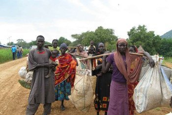 Sudanese refugees from Blue Nile state cross into western Ethiopia through the Kurmuk border crossing.