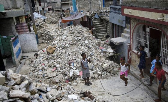 Один из районов в  столице Гаити после землетрясения