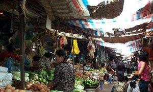 Un marché aux légumes à Phnom Penh, la capitale du Cambodge.