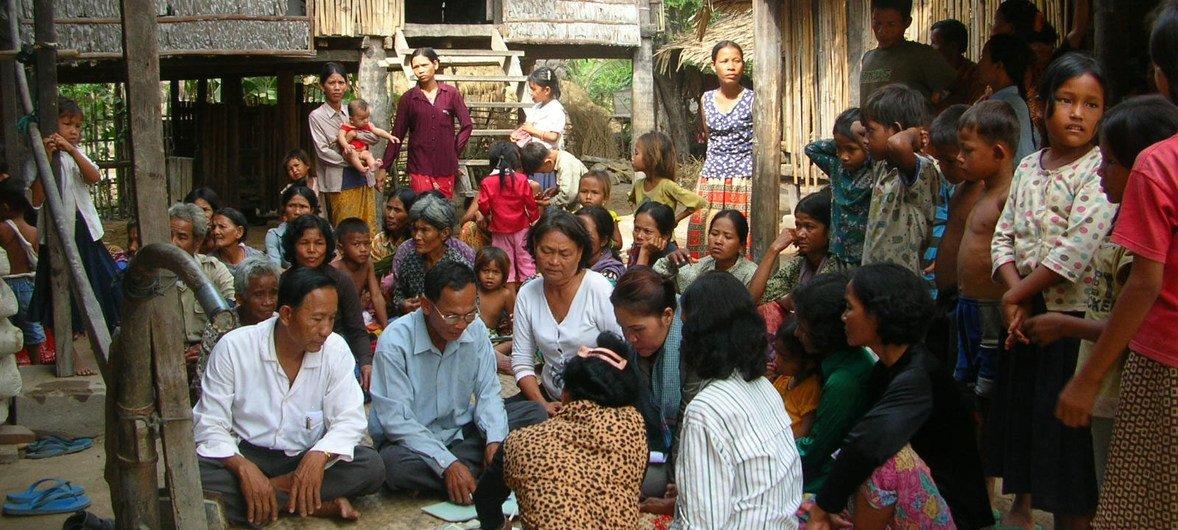 Un village dans la province de Takeo, au Cambodge. Fin juillet, à la veille des élections législatives, le Secrétaire général avait appelé tous les acteurs politiques du pays à réduire les tensions et la polarisation politique.