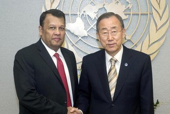 Secretary-General Ban Ki-moon (right) meets with Mahinda Samarasinghe, Special Envoy of the President of Sri Lanka on Human Rights