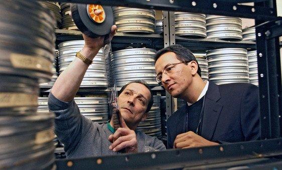 Funcionários da ONU recuperam filmes históricos do arquivo audiovisual das Nações Unidas.