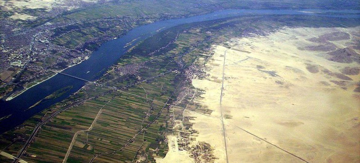 The above picture shows that 90% of Egypt's population lives in the narrow Nile Valley, with only 6% living in the rest of the country. Originally Egypt is surrounded by vast deserts on both sides of the Nile.