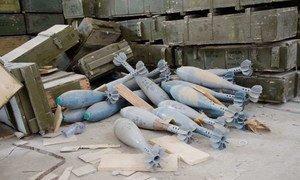 利比亚首都的黎波里郊区大量遗留的弹药和地雷。图片来源:Rob Buurveld