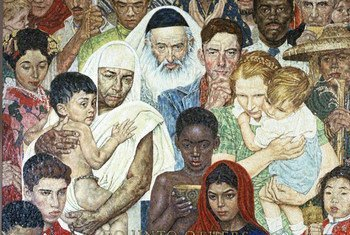 联合国总部大楼内由艺术家洛克威尔创作的马赛克作品,描绘了不同国籍的人们和平共处的场景。