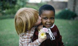 Des enfants de la ville du Cap, en Afrique du Sud dans les années 1980, quand les mariages inter-raciaux étaient illégaux dans le pays.