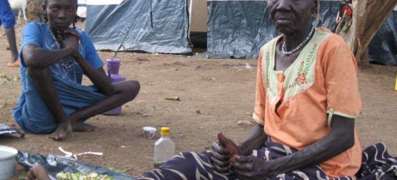 Des réfugiés soudanais dans un centre de réception du HCR.
