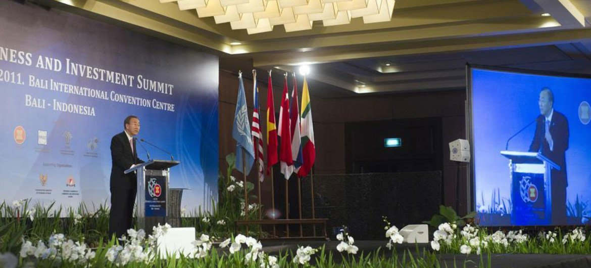 Secretary-General Ban Ki-moon addresses the ASEAN Business and Investment Summit in Bali, Indonesia