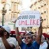 Des manifestants en Egypte demandent aux militaires de transférer le pouvoir à un gouvernement civil.