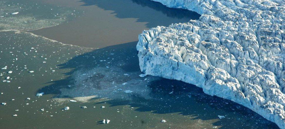 Aquecimento do Ártico está a impulsionar muitas das mudanças em curso na região, incluindo a perda de gelo marinho e alterações nos ecossistemas terrestres e marinhos.
