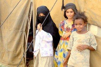 Des enfants déplacés à al-Jawf, au Yémen, paient le prix du manque d'accès des travailleurs humanitaires qui pourraient leur remettre des vivres.