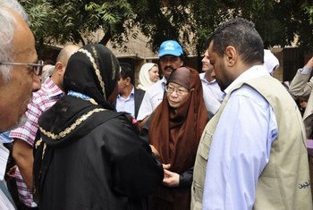 Assistant Secretary-General Catherine Bragg (centre) meets UNHCR representatives working with IDPs and refugees in Aden, southern Yemen