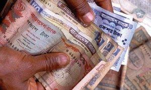Богатые государства должны пойти на списание долгов некоторым странам, или, по крайней мере, отстрочить их погашение.
