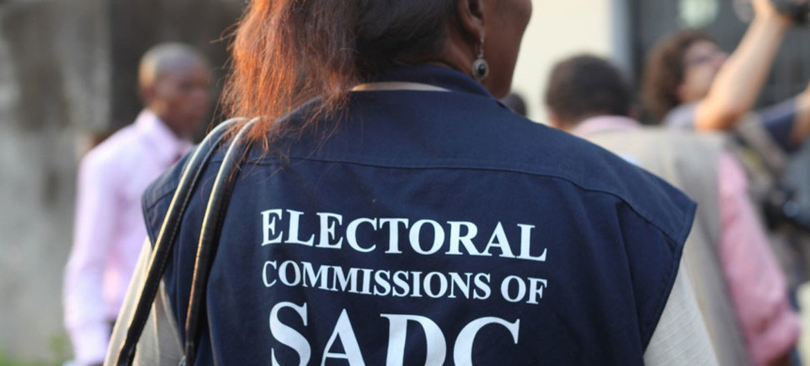 An observer outside a polling station in Kinshasa during the 28 November 2011 presidential elections in the DRC.