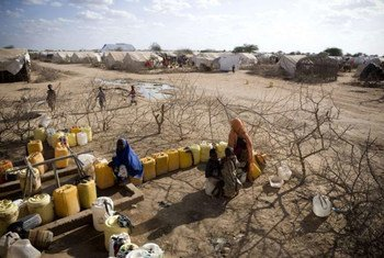 Pledges to the UN refugee agency assist with water distribution at the Ifo extension camp in Dadaab, Kenya