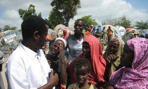 OCHA Humanitarian Affairs Officer Ahmed Farah Roble listens to IDPs at an IDP settlement in Mogadishu, Somalia
