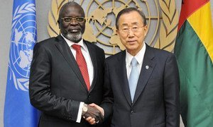 L'ancien Président de Guinée Bissau, Malam Bacai Sanha (à gauche), qui est décédé en janvier 2012, avec le Secrétaire général Ban Ki-moon en septembre 2010.