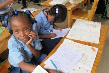 Des enfants à l'école en Haïti.