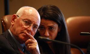 Le Représentant spécial de l'ONU en Libye, Ian Martin (à gauche). Photo ONU/Iason Foounten