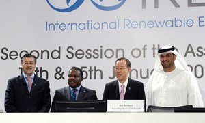 Secretary-General Ban Ki-moon (2nd right) with participants at the Second Assembly of the International Renewable Energy Agency (IRENA) in Abu Dhabi.