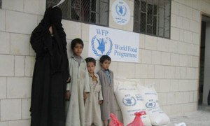 IDP families in Sa'ada, Yemen, receiving WFP food assistance.