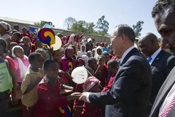 In Addis Ababa, Ethiopia, Secretary-General greets students of Keykobeb Primary School as he arrives for a ceremony to open the new library.