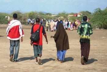 सोमालीलैंड में बेतहाशा बेरोज़गारी की वजह से हज़ारों युवा हर महीने देश छोड़कर जाने को मजबूर हो रहे हैं.