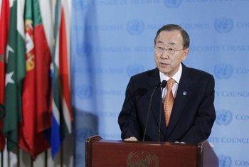 潘基文秘书长对媒体发言  联合国图片/JC McIlwaine