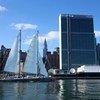 La goélette Tara devant le siège de l'ONU à New York. Photo Tara Expeditions/Vincent Hilaire