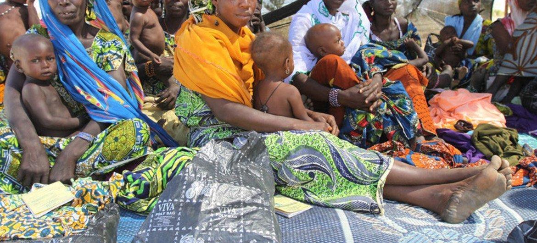 Des mères et des enfants dans la région de Maradai au Niger.