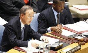 Secretary-General Ban Ki-moon addresses Security Council meeting.
