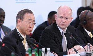 Secretary-General Ban Ki-moon with UK Foreign Secretary William Hague at the London Conference on Somalia, 23 Feb. 2012.