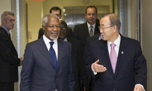 Secretary-General Ban Ki-moon (right) with Kofi Annan, Joint UN-Arab League Special Envoy on the Syrian crisis, heading to their meeting at UN Headquarters.