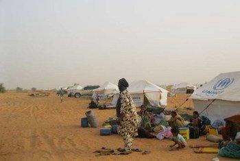 Des réfugiés maliens dans le camp de Mbera, en Mauritanie. Photo UNHCR