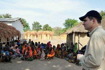 Le Directeur des opérations d'OCHA, John Ging, en visite en République centrafricaine. Photo OCHA/Laura Fultang