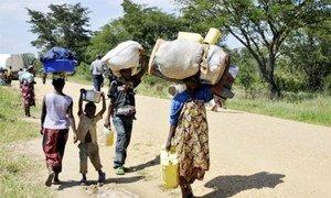Des personnes fuyants la province du Nord-Kivu en RDC pour se réfugier en Ouganda.