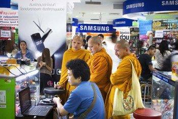 Un marché d'équipements électroniques à Bangkok, en Thaïlande.