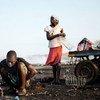 Des travailleurs sur un site de tri de déchets au Ghana. Photo PNUE/K. Loeffelbein