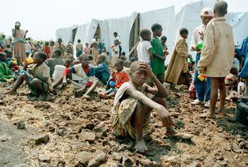 अन्य लोगों के बारे में नफ़रत और डर फैलाने के लिये, नस्लभेद का सहारा लिया जाता रहा है, जिसका नतीजा अक्सर संघर्ष या युद्ध होता है. जैसाकि रवाण्डा में 1994 में हुए जनसंहार के रूप में हुआ.