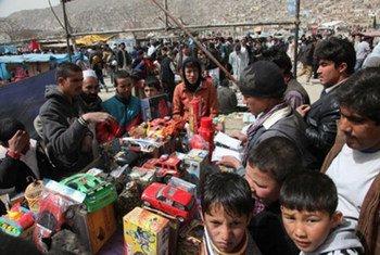 Des Afghans à Kaboul dans le cadre de célébrations qui se sont déroulées le 20 mars 2012.