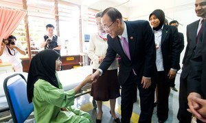 Secretary-General Ban Ki-moon and wife Yoo Soon-taek meet a TB patient during their visit to the Institute of Respiratory Medicine in Kuala Lumpur, Malaysia.