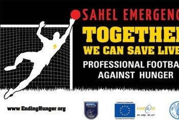 """Affiche de la campagne """"Football professionnel contre la faim""""."""