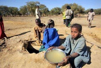 El número de niños que sufre consecuencias negativas como resultado del hambre en Burkina Faso es mayor que hace 10 años. Foto: ACNUR/H. Caux