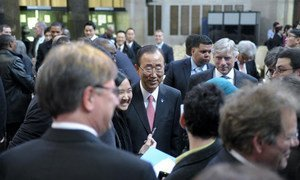 Secretary-General Ban mixes with students and educators at the Global Colloquium of University Presidents at Columbia University, where he delivered a keynote speech on youth.