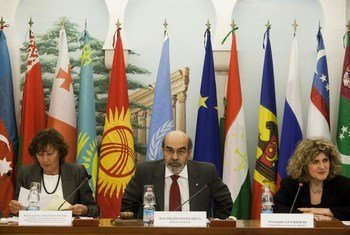 FAO Director-General Graziano Da Silva (centre) at signing ceremony of partnership to manage stocks of obsolete pesticides.