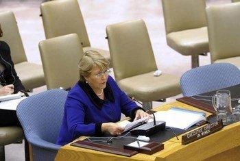 La Directrice exécutive d'ONU-Femmes, Michelle Bachelet, devant le Conseil de sécurité. Photo ONU/Evan Schneider