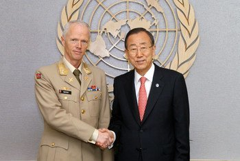 الأمين العام مع الجنرال مود