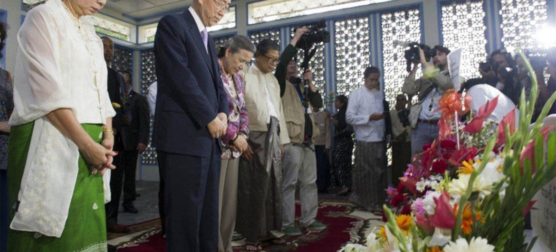 Ban Ki-moon and wife Yoo Soon-taek, along relatives of former UN Secretary-General U Thant, pay their respects at his memorial in Yangon.