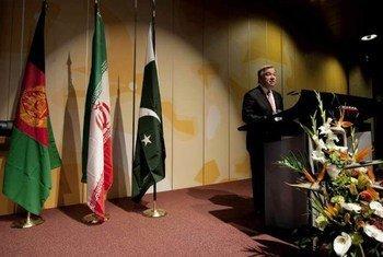 Le Haut commissaire des Nations Unies pour les réfugiés, Antonio Guterres à la conférence sur l'Afghanistan à Genève. Photo UNHCR/J-M Ferré