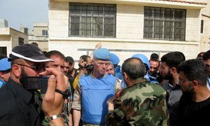 Major-General Robert Mood (centre) in the town of Al-Rastan, Homs province, Syria.